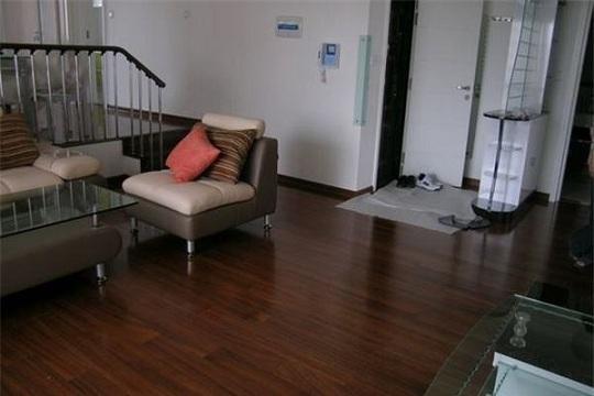 不同颜色的地板适合什么样的家居?